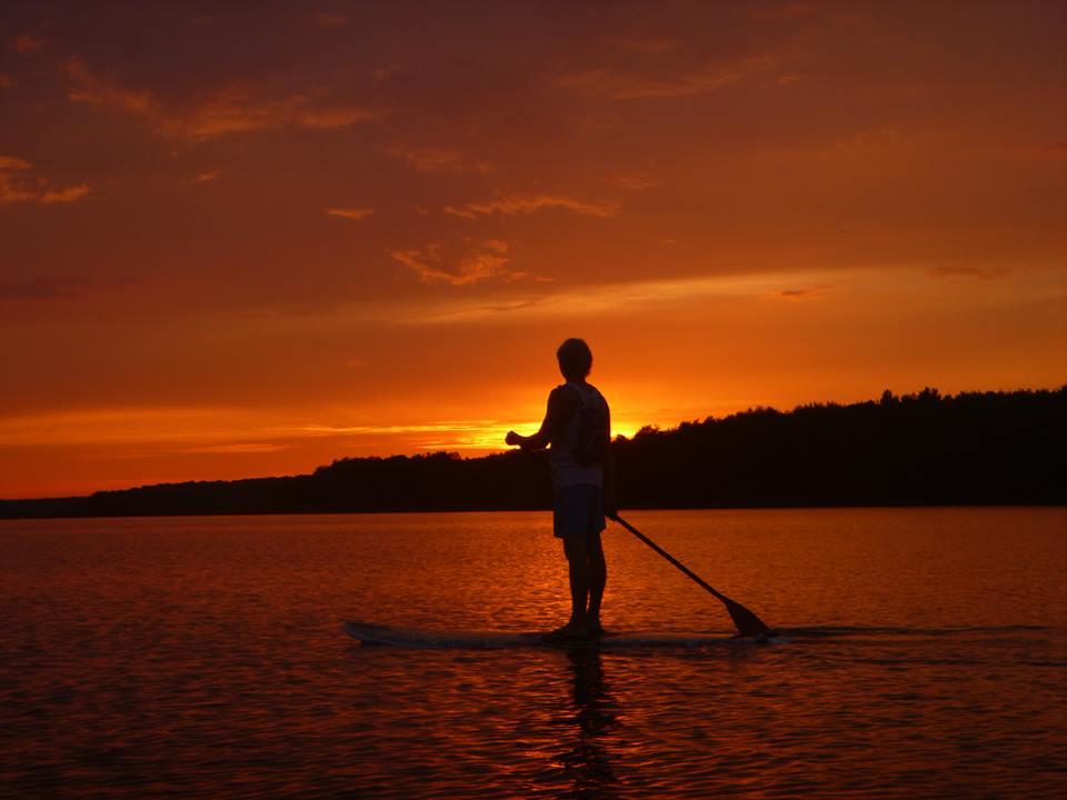 Stand up paddle sur le Lac-Brome - Coucher de soleil