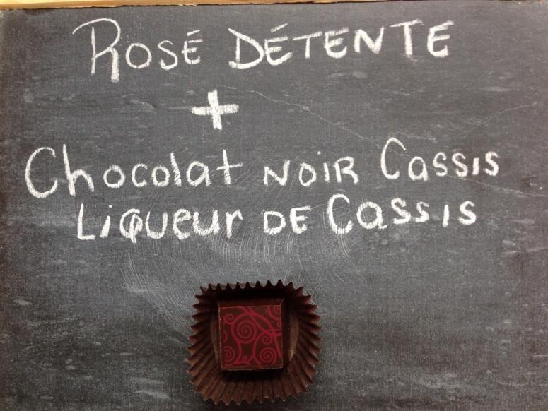 Vin rosé et chocolat noir au cassis
