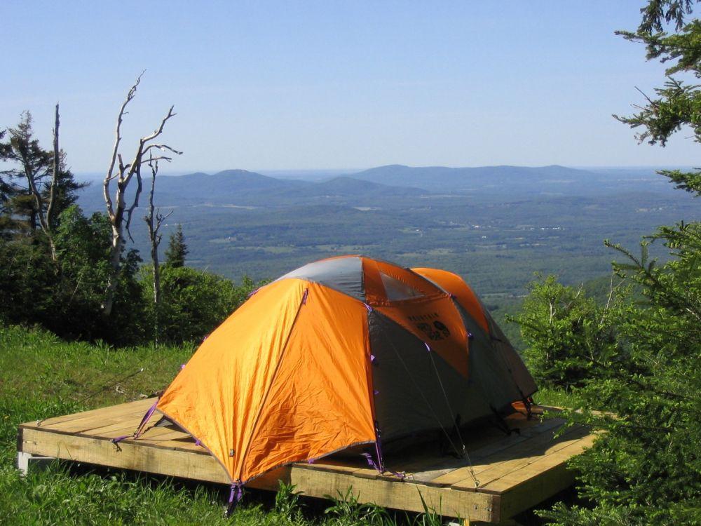 Camper au sommet du Mont SUTTON